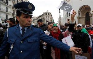 Protesta contra el presidente Buteflika en Argel.
