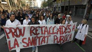 Imagen de archivo de una protesta contra los recortes en la sanidad pública, en Catalunya.