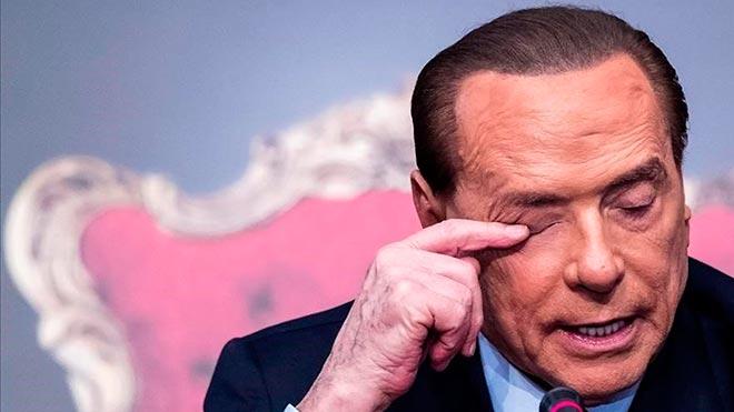 Silvio Berlusconi, hospitalizado por un inicio de neumonía bilateral.