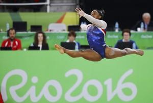 La gimnasta norteamericana Simone Biles compite,el jueves, en la prueba de suelo de la final individual femenina de los JJOO de Río 2016.