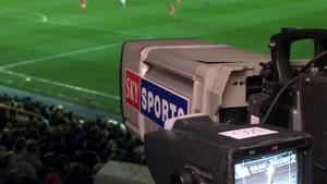 Cámara de la plataforma británica Sky retransmitiendo un partido de la Premier League.