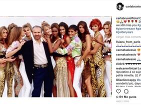Carla Bruni comparte esta imagen en su cuenta de Instagram en homenaje a Gianni Versace.