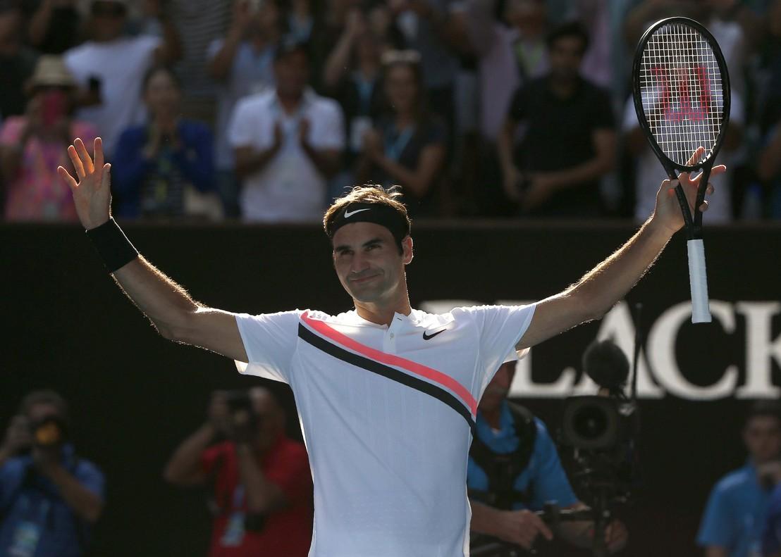 Roger Federer celebra la clasificación para cuartos de final en Australia.