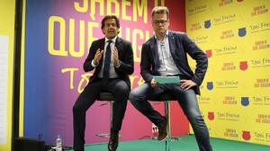 Toni Freixa (izquierda) presenta parte de su programa.