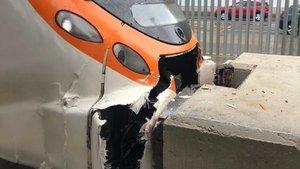 Un tren de la R1choca contra el tope de la vía 4 de Mataró y provoca más de 15 heridos leves, este martes.