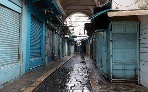 Locales comerciales cerrados en Túnez por el coronavirus.