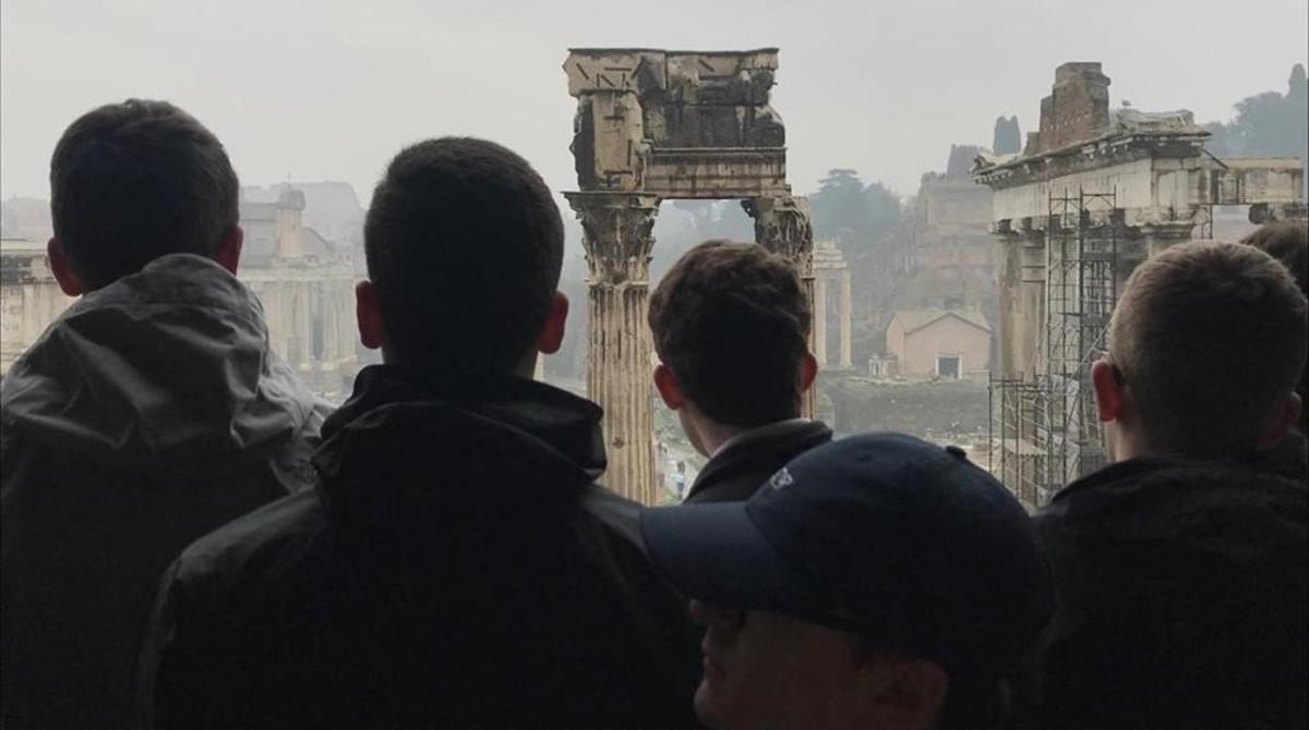 Turistas en una de las terrazas del Coliseo romano.