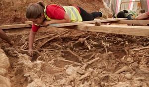 Una de las 68 fosas con 358 esqueletos que se han descubierto en la Sagrera.
