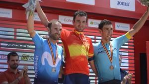 Valverde y Fraile flanquean a Gorka Izaguirre en el podio.