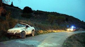 Vehículo accidentado en la pista forestal de Avinyó.