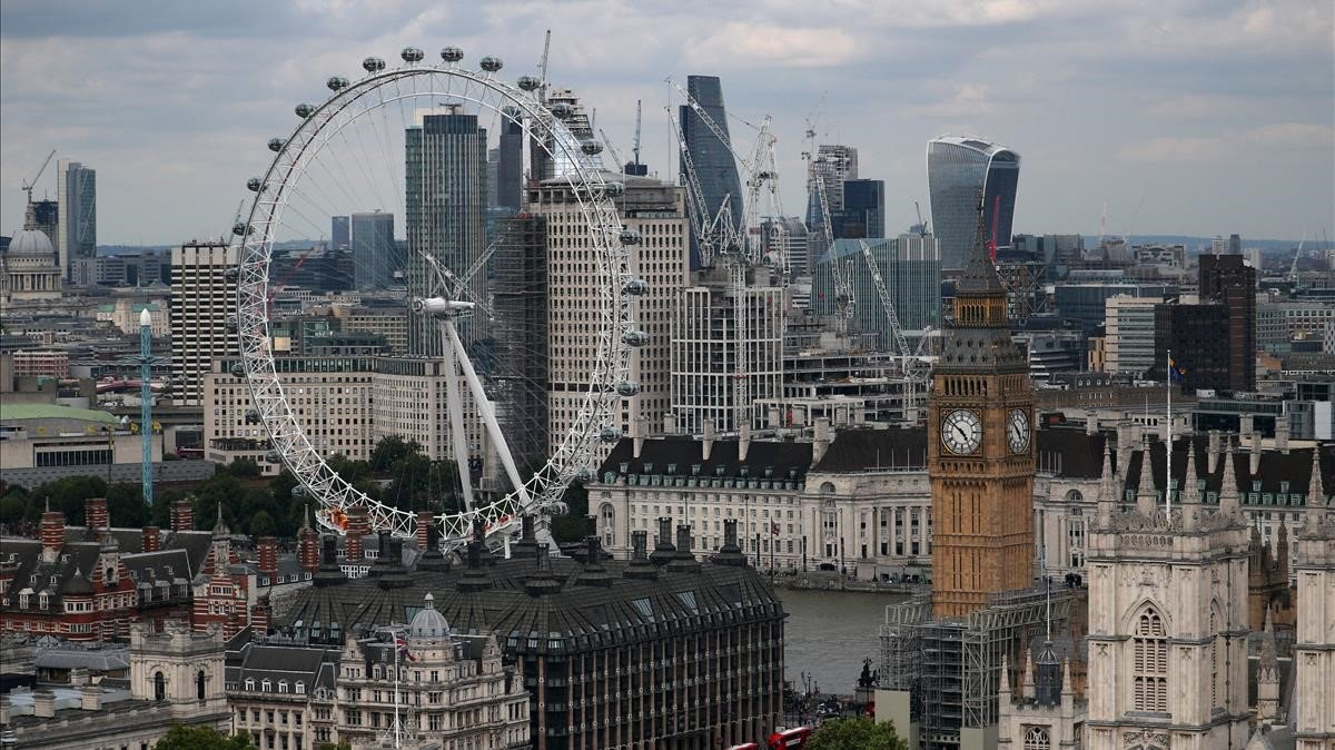 Vista de la ciudad de Londres con los edificios de la City al fondo.