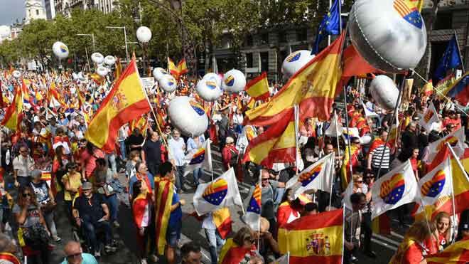 Unes 10.000 persones es manifesten per la unitat d'Espanya a Barcelona