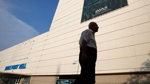 El Port de Barcelona enderrocarà el cine Imax, després d'anys d'abandonament