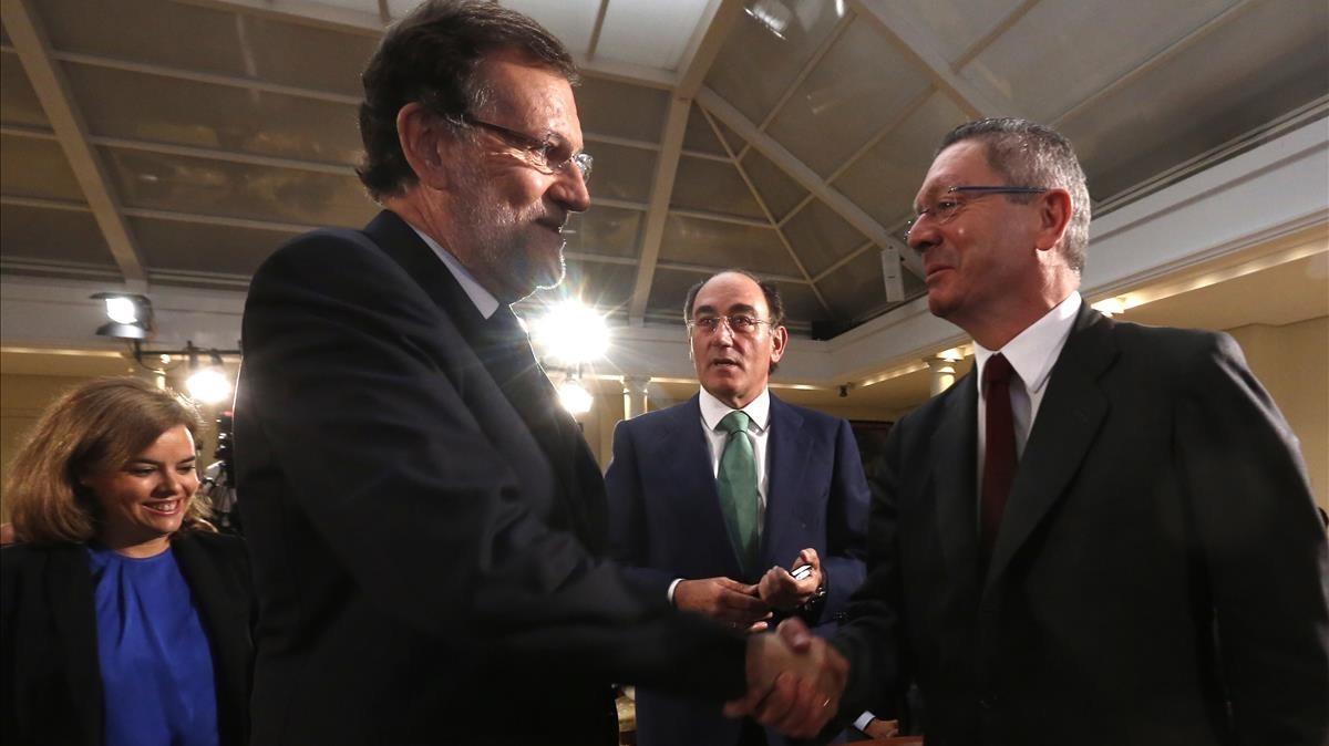 """Rajoy defensa Ruiz-Gallardón: """"És una persona honrada, decent i competent"""""""