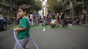 El Dia sin Coches, del 2016,con el tráfico cortadoen lacalleBailèn a la altura Travesera de Gràcia.