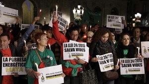 Concentración en la plaza de Sant Jaume por la muerte de la anciana de Reus, el año pasado.