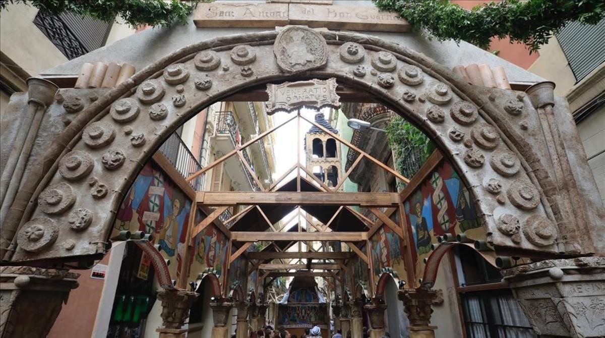 Primer día de las fiestas de Gràciaen la Travessia de Sant Antoni.