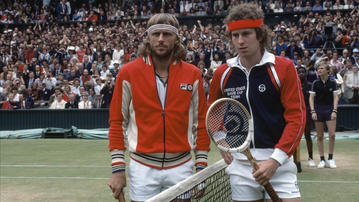 Björn Borg y John McEnroe posanen la mítica final de Wimbledon de 1980, en Londres.