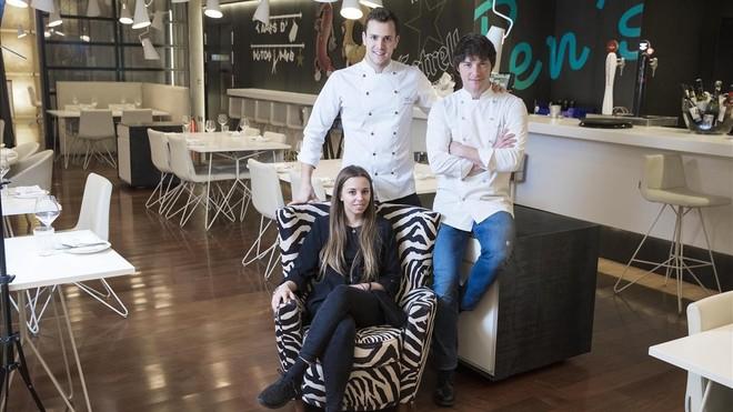 En el comedor de Ten's: Mar Pont, Iñaki Aldrey y Jordi Cruz (derecha).