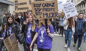 Marcha feminista del pasado 8-M, en la Via Laietana de Barcelona.
