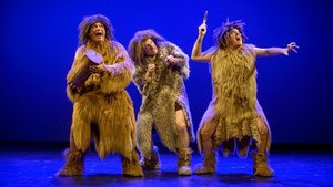 Tricicle viaja a la prehistoria en este gag incluido en su útlimo espectáculo Hits.