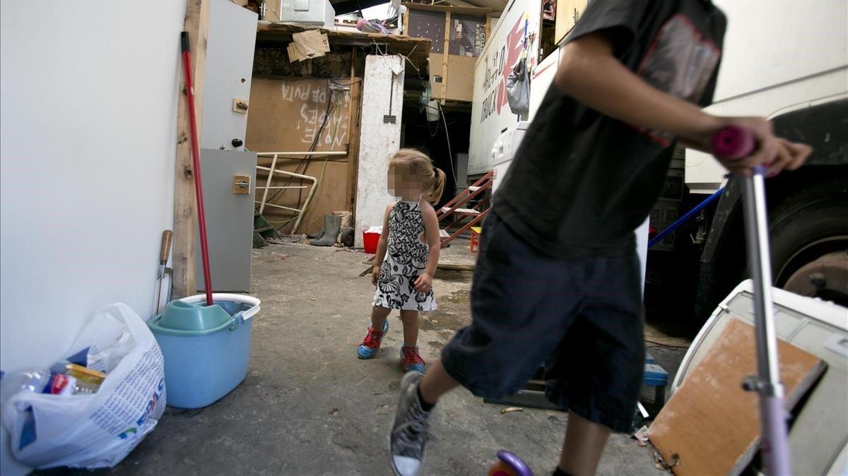 La meitat dels espanyols, disposada a pagar més impostos contra la pobresa infantil