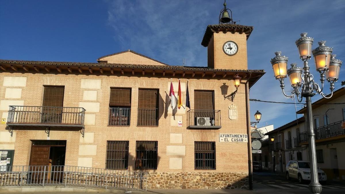 Fachada de el Ayuntamiento de El Casar.