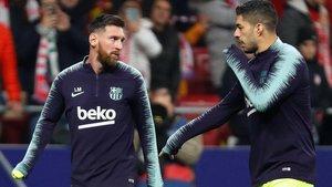 Leo Messi y Luis Suárez, calentando antes de un partido del Barça.