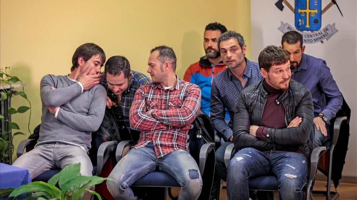 Siete de los ocho integrantes de la Brigada de Rescate Minero, durante la rueda de prensa que ofrecieron en Oviedo.