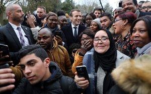Macron trepitja la 'banlieue'