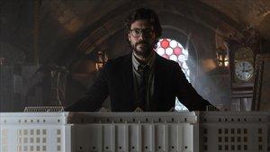 El actor Álvaro Morte, en la tercera temporada de la serie de Netflix 'La casa de papel'.