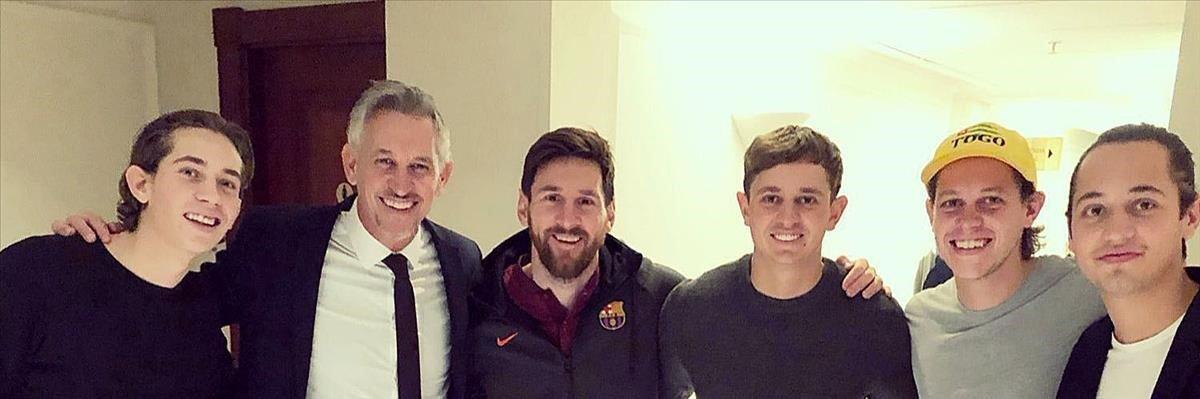 Retrato de los Lineker con Leo Messi en Londres.