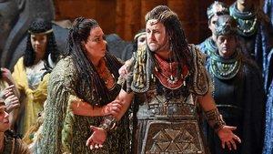 Angela Meade (Aida) y Franco Vassallo (Amonasro) en una escena de 'Aida', de Verdi.