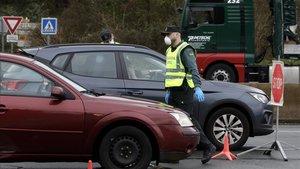 Detingut a Ejea (Saragossa) per escopir a un agent mentre cridava que tenia coronavirus