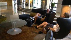 Turistas en el Hotel Claris, en el Eixample.