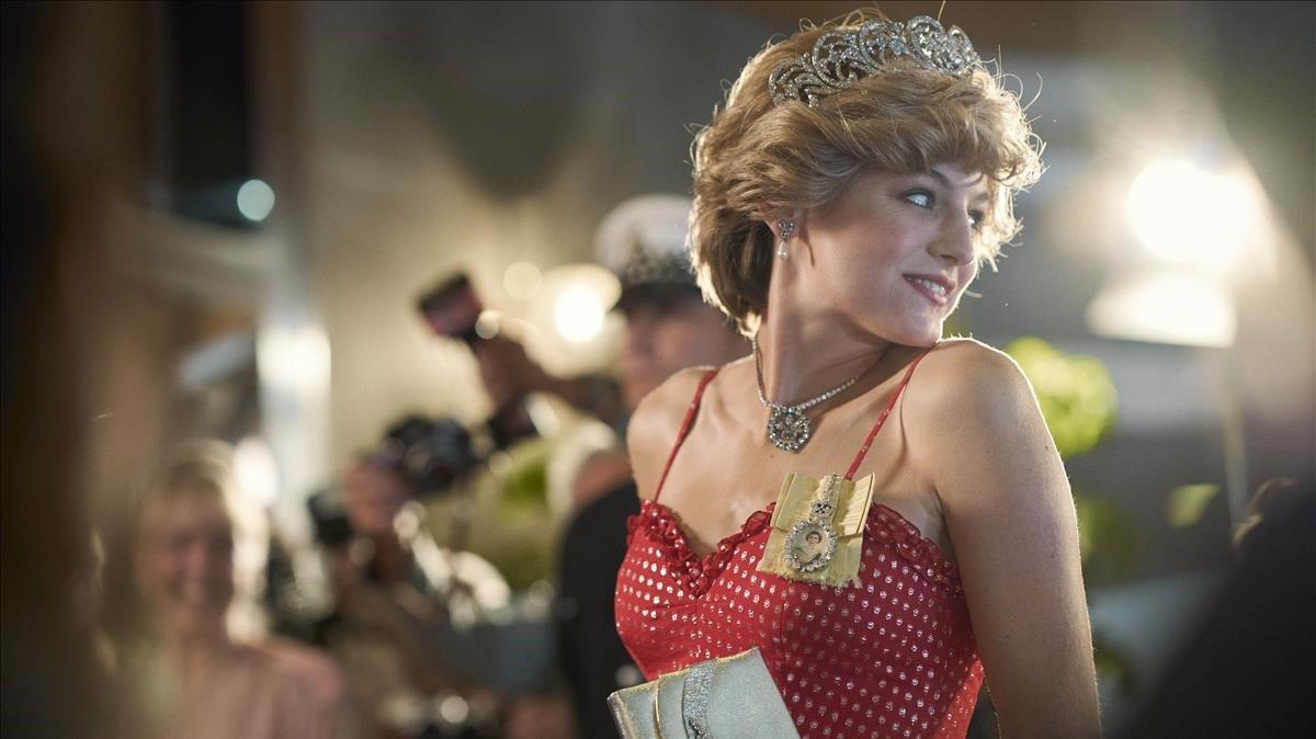 Emma Corrin como la princesa Diana en una imagen de 'The crown'.
