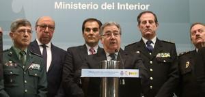 """Zoido veu """"llacunes"""" en la investigació de l'explosió d'Alcanar"""