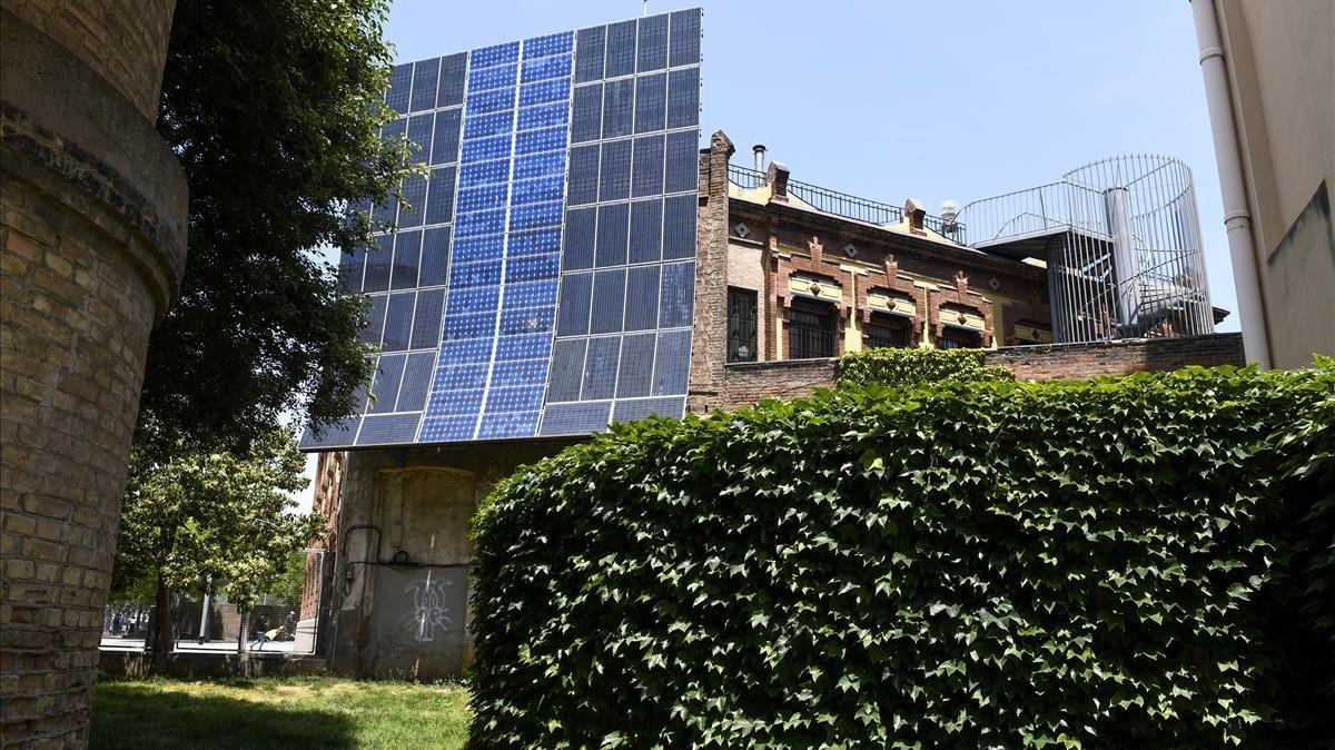 Barcelona coloca placas fotovolt icas en casas particulares - Placas solares barcelona ...