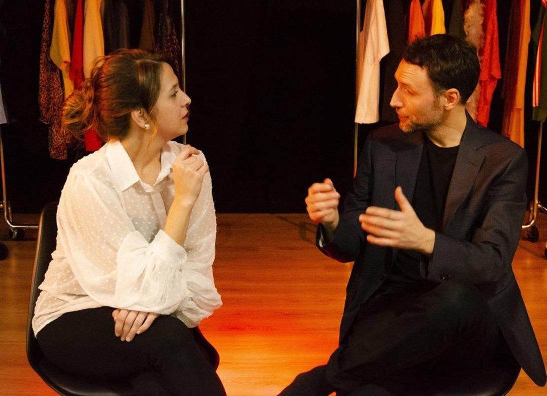 Anabel Riquelme y Jesús Luis Jiménez interpretan diversos personajes.