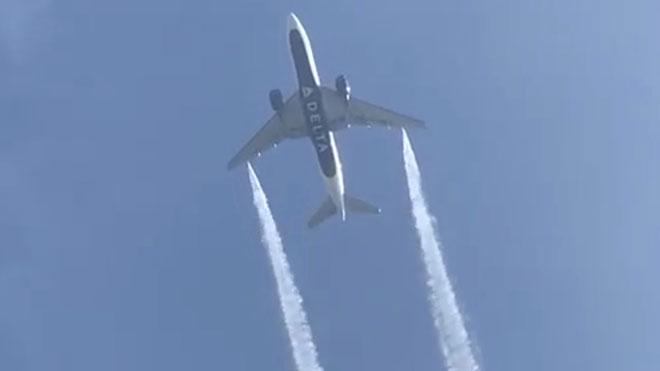 Un avión viertecombustible sobre escuelas de Los Ángeles.