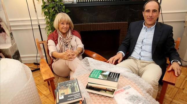 Beatriz de Moura y Juan Cerezo, en la sede de Tusquets, a punto para la mudanza.