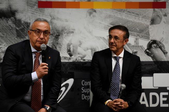 Alejandro Blanco, izquierda, en Madrid, durante la presentación este miércoles de la Oficina de Estrategia Internacional del Deporte, en la foto aparece junto a José Hidalgo, presidente de la Asociación del Deporte Español.