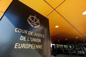 EPA8394. LUXEMBURGO (LUXEMBURGO), 24/09/2018.- Vista de la entrada del Tribunal de Justicia de la Unión Europea en Luxemburgo, el 10 de mayo de 2017. La Comisión Europea (CE) anunció hoy, 24 de septiembre de 2018, que llevará a Polonia ante el Tribunal de Justicia de la Unión Europea (TJUE) por la reforma del Tribunal Supremo que, considera, viola el principio de la independencia judicial. EFE/ Julien Warnand