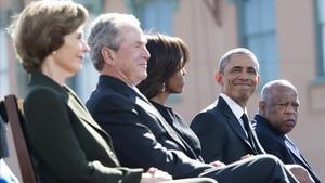 Bush y Obama, con sus respectivas esposas, en un acto en marzo del 2015.