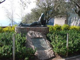 Monumento en homenaje al Tercio de Requetés de la Mare de Déu de Montserrat.