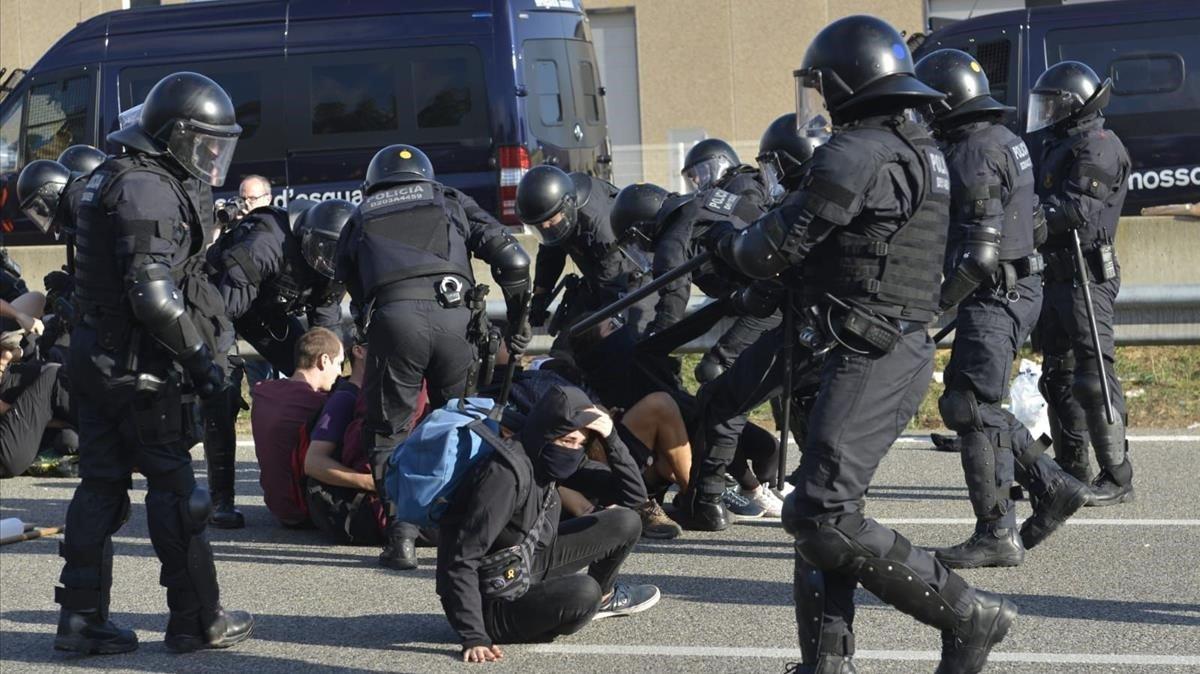 Cargas de los Mossossentencia proces independenciaAP-7 Girona Oest