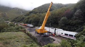 Una ferida al descarrilar un tren Alvia a Astúries