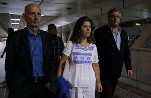 El embajador de España en Venezuela, Jesús Silva (d); el embajador de los Países Bajos en Venezuela, Norbert Braakuis (i), y la embajadora de la Unión Europea en Venezuela, Isabel Brilhante (c), estaban esperando a la misión de europarlamentarios.