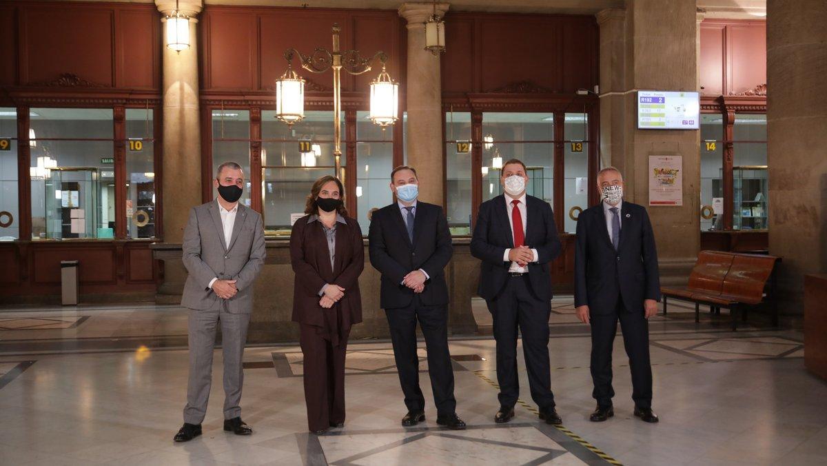 El Consorci de la Zona Franca, el Ayuntamiento de Barcelona y Correos firman un acuerdo para crear un 'hub' económico en Barcelona