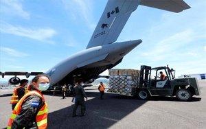 Avión transporta materia médico para combatir a la covid-19 en Honduras.